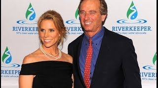 Cheryl Hines Is Engaged to Robert F  Kennedy Jr