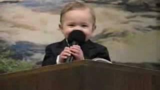 Bebe de 18 meses pregando