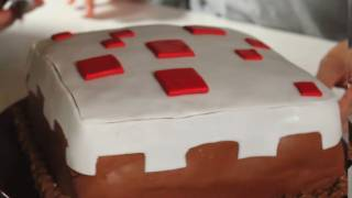 One of Feast Of Fiction's most viewed videos: MINECRAFT CAKE How To!