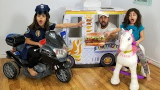 Kids Pretend Play Police Buy Giant Burger from Food Truck
