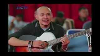 Husein Alatas - Enter Sandman Metalica di Elimination 1 Indonesian Idol 2014 HD