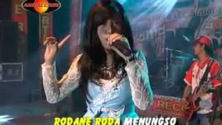 Download Video Happy Asmara - Kelayung-layung (Official Music Video) - The Rosta - Aini Record MP3 3GP MP4