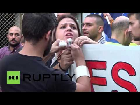 """Spain: """"Spaniards yes, refugees no"""" - Hundreds of far-right protesters hit Madrid"""