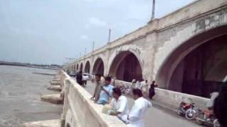 FLOOD IN SUKKUR-04[SUKKUR BARRAGE](10.8.2010).wmv