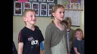 Kralupy TV: Žáci ZŠ Revoluční si připravili vystoupení pro maminky (23. 5. 2007) thumbnail