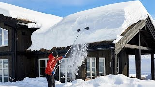Best Roof Snow Removal Tool Removal In Japan ! Snow Sliding Off The Roof - A Roof Avalanche