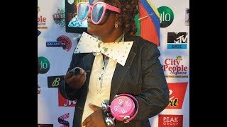 Download Video Bola Are Storms In & See Baba Sala' daughter funny outfit to her father mega tribute concert MP3 3GP MP4
