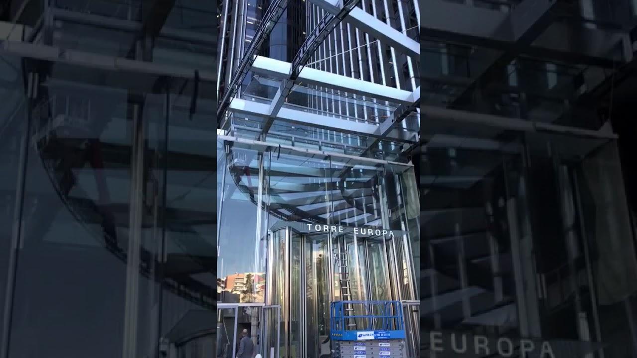 VETROX intervient à Madrid pour sauver des vitres de plusieurs tonnes chacune -Effacement de rayure