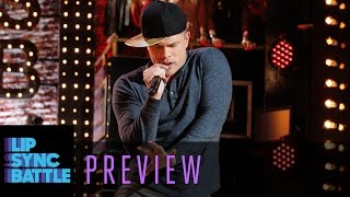 "Dustin Lynch syncs ""What's Your Fantasy"" by Ludacris 