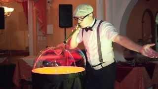 Красивое шоу мыльных пузырей на свадьбе