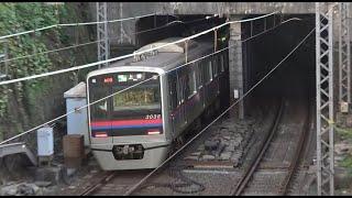 京成上野駅がある地下区間への「東臺門」に突入していく京成本線上り快速特急3000形