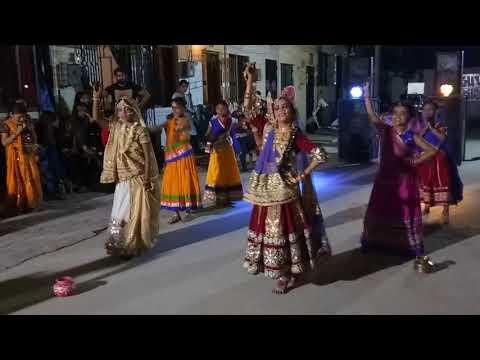 Brindavan Me Gopi Aayo...