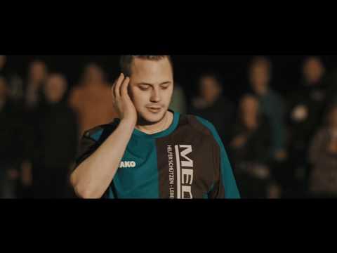 Film: Anwendung eines Defibrillators für Ersthelfer