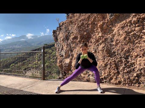 Боковые выпады с гантелями в руках: упражнение для внутренней поверхности бедра