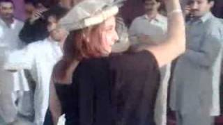 Pathan Girl dancing on gilgiti music (Hareeb)