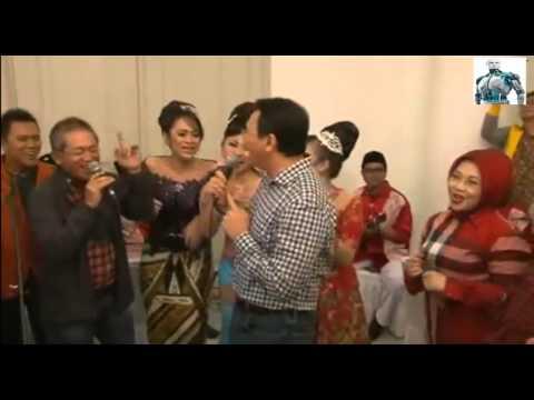 Ahok  Wagub DKI Joget dangdut sambil nyanyi laguTerajana di persiapan malam tahun baru 2014