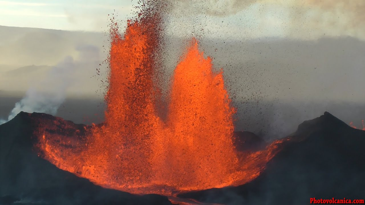 Helicopter Full Hd Wallpaper Lava Fountains From Bardarbunga Volcano Holuhraun Fissure
