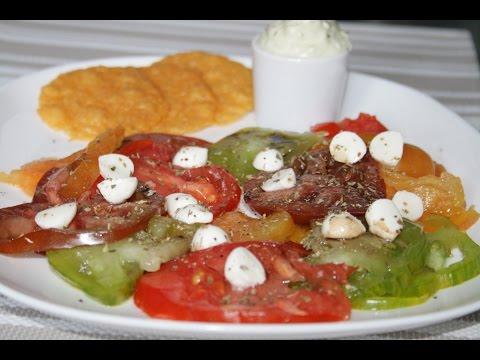 carpaccio-de-tomates,-mousse-au-pesto-et-tuiles-au-parmesan