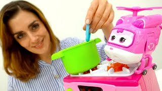 Eine Tomatensuppe für Play Doh Toys. Spielzeugvideo Kinder