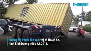 Kinh hoàng xe container bay vọt lên, tông vào nhà dân