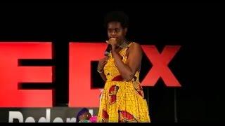Eu não tenho culpa se ostento minha negritude | Karine Priscila | TEDxVoltaRedonda