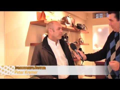 Bei EPPLI IM KÖNIGSBAU - Schauspieler Peter Kremer beim SOKO-Stuttgart-Dreh