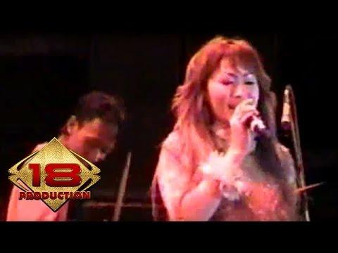 Inul Daratista - Kembalilah Padaku  (Live Konser Jember 22 Agustus 2006)