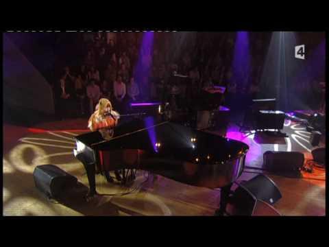 Kate Nash Do Wah Doo - Live