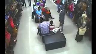 Clever Thief caught on CCTV Camera