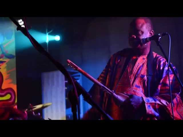 Steve Smith on drums with Cheick Hamala Diabate Live at Tropicalia, May 2014, Wash. D.C. (Pt.1)