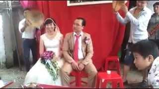 Nhảy nhạc sàn hài hước trong đám cưới quê