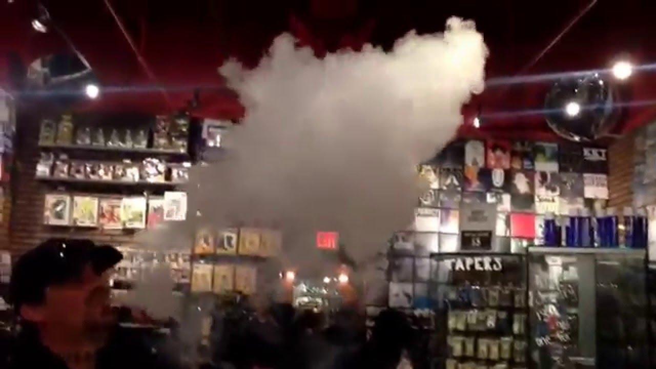 Fort Wayne Mall >> Sub Ohm Vaping Inside Hot Topic - YouTube