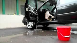 Промывка дренажных отверстий водительской двери.(, 2014-06-09T06:37:42.000Z)