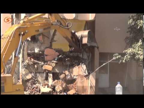 Bitliste kepçe operatörü yıkılan binanın altında kaldı!