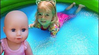 Anabella si Baby Annabell in piscina plina cu Gelli Baff | Magic Gelli Baff | Video for kids