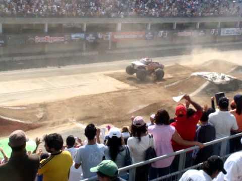 Monster Trucks En El Autodromo De Los Hermanos Rodriguez Youtube