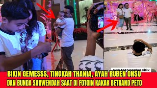 Download lagu Gemesss !! Tingkah Lucu Thania, Ayah Ruben & Bunda Sarwendah Saat Difotoin Sama Kakak Betrand Peto