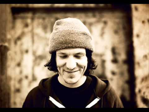 Elliott Smith Playlist Megamix -OR- One Hour and Sixteen Minutes with a Modern Musical Genius