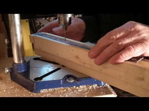 Сверлим дырки на боковых планках гнездовой рамки