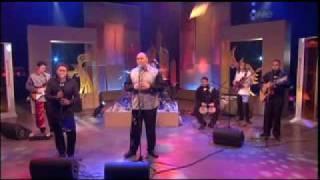 Soul Paua perform