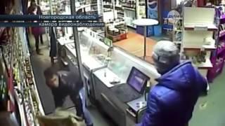 Охранник магазина отбился от вооруженных грабителей стулом