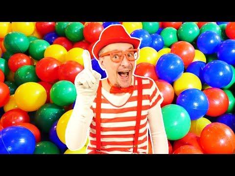 Видео для малышей про игрушки: Клоун на прогулке! Играем в машинки