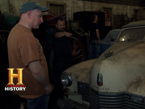 American Pickers: Checking Out Old Cars