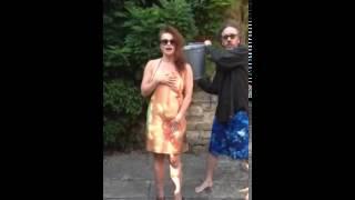 冰桶挑戰 海倫娜·寶漢·卡特 Helena Bonham Carter ALS Ice Bucket Challenge Alice in Wonderland Cinderella Thumbnail