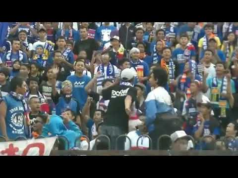 Aremania menyanyikan chant rasis untuk bonek!!!!