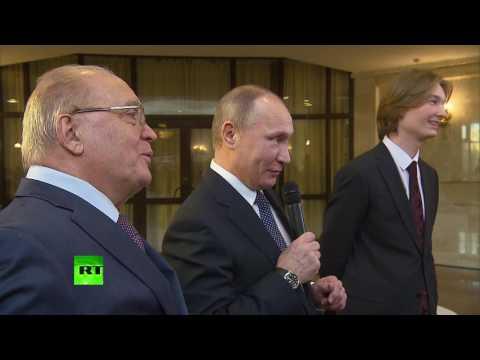 Путин помог разволновавшемуся студенту спеть песню про космос - Видео онлайн