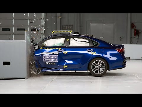 2019 Kia Forte Driver-side Small Overlap IIHS Crash Test