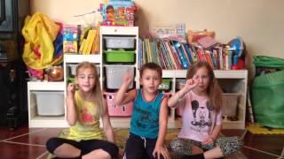 "Finger  Family Finger Play Song for kids - песенка-пальчиковая игра ""Семейка пальцев"""