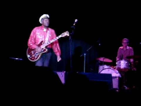 Chuck Berry - Sweet Little 16 - Live - 5/31/09