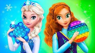 Elsa and Anna Playing Pop It / 11 Frozen DIYs